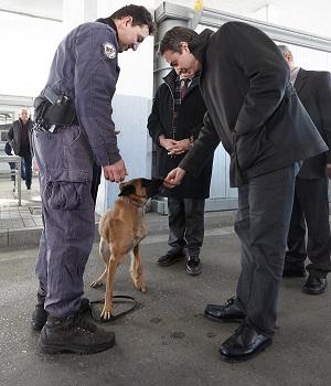 2η ημέρα της περιοδείας του Προέδρου της Νέας Δημοκρατίας κ. Κυριάκου Μητσοτάκη στη Θράκη. Ο πρόεδρος της ΝΔ επισκέφθηκε το Στρατιωτικό Φυλάκιο Κήπων και το Αστυνομικό Τμήμα Κήπων και την 23η Τεθωρακισμένη Ταξιαρχία. Επίσης συμμετείχε σε σύσκεψη με παραγωγικούς φορείς στο Επιμελητήριο Έβρου και επισκέφθηκε την Ιχθυόσκαλα Αλεξανδρούπολης. (EUROKINISSI/ΓΡΑΦΕΙΟ ΤΥΠΟΥ ΝΔ/ΔΗΜΗΤΡΗΣ ΠΑΠΑΜΗΤΣΟΣ)